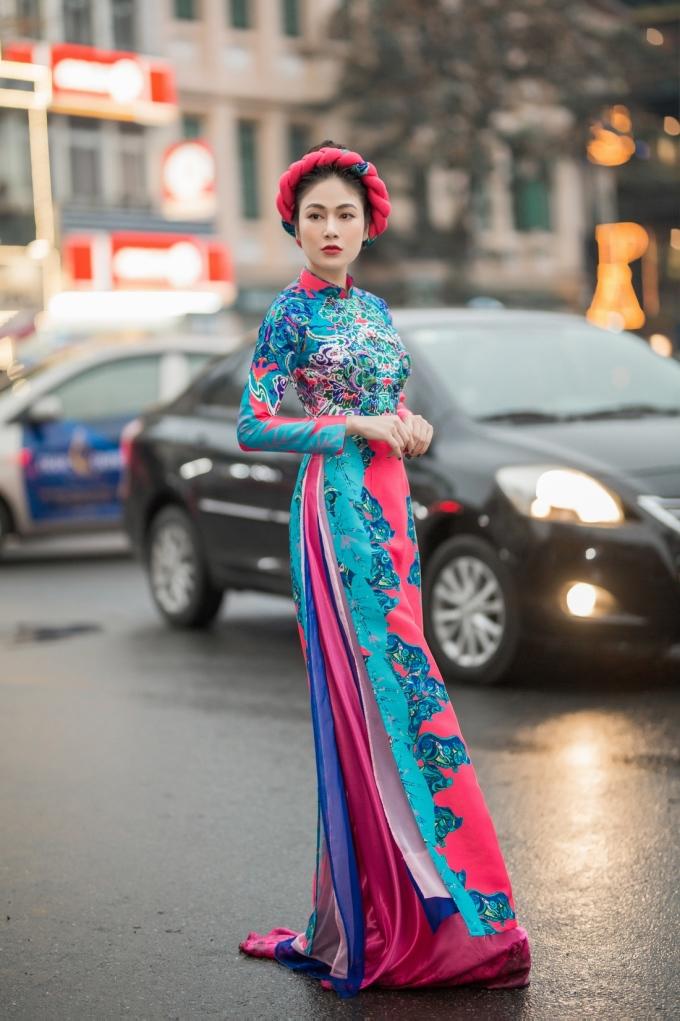 <p> Tuyết Nga trước khi đăng quang Hoa hậu Áo dài Việt Nam từng thử sức với âm nhạc và cho ra mắt một số sản phẩm như <em>Mơ duyên, Mẹ, Chờ người... </em>Cô vào top 10 dòng nhạc Dân gian tại cuộc thi Sao Mai 2017.</p>