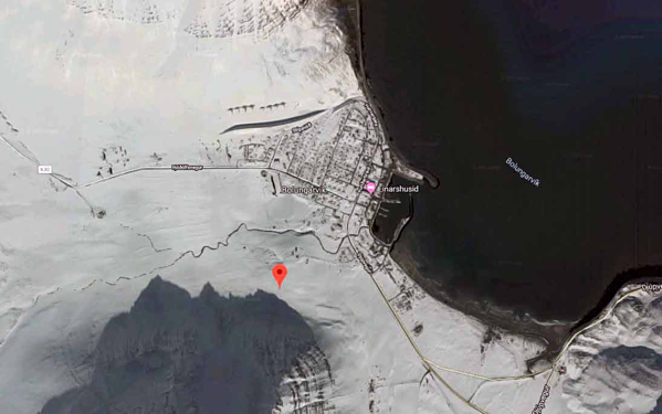 Hình ảnh vệ tinh của Bolungarvik cho thấy tuyết quanh năm.