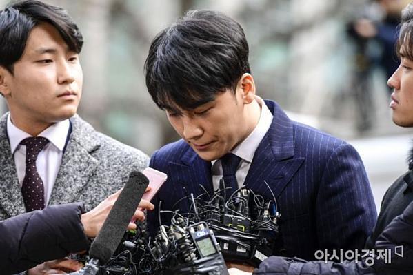 Sau buổi thẩm vấn lấy lời khai ngày 14/3, Seung Ri đã nộp đơn xin hoãn nhập ngũ để thể hiện thái độ hợp tác với bên điều tra.