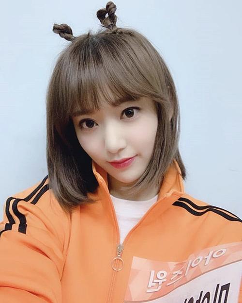 Trong show thể thao ISAC, Sakura ghi điểm cùng kiểu tóc 2 sừng cute hết cỡ. Chỉ một thay đổi nhỏ cũng khiến hình ảnh của ngôi sao biến hóa đa dạng hơn trong mắt người hâm mộ.
