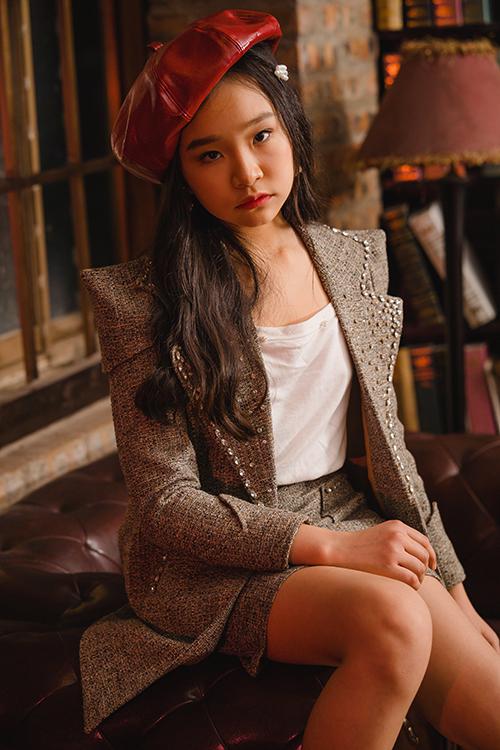 Vie Fashion Week 2019 là sàn diễn lớn nhất từ trước đến nay của hai chị em. Seo Jin và Seo Yeong có phong cách khá trưởng thành, hợp với những bộ cánh thanh lịch.
