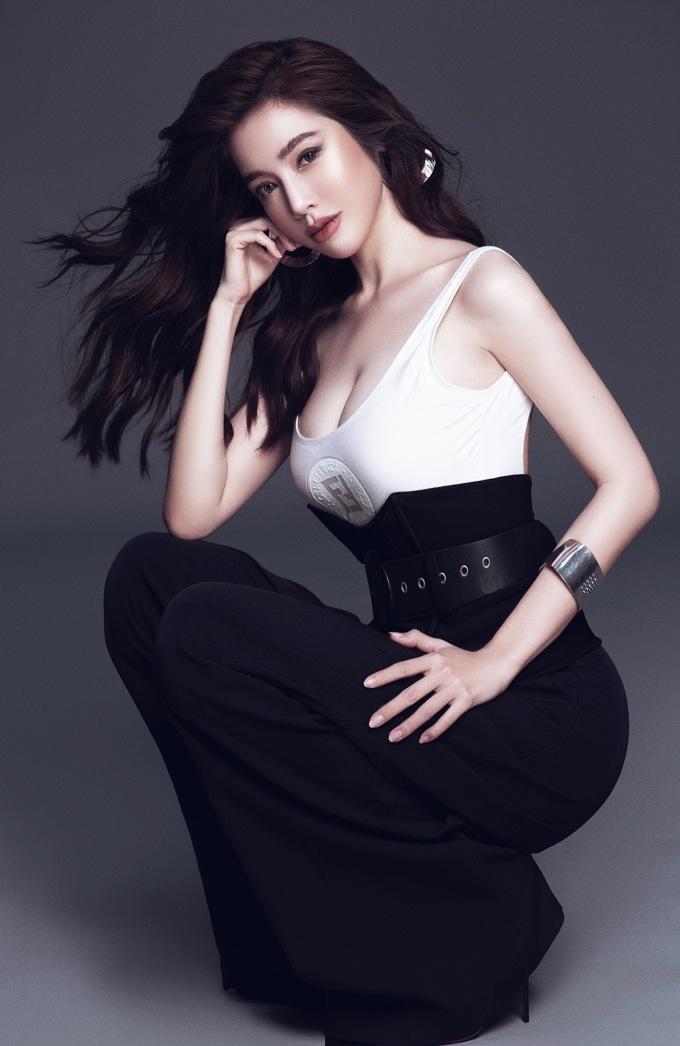 Elly Trần khoe vòng eo 56 cm