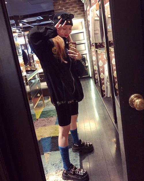 Hyun Ah tự tin khoe cá tính với style quần cộc.