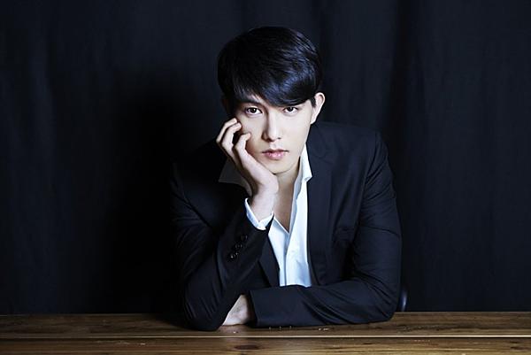 Lee Jong Hyun bị chỉ trích là mặt dày khi không rời nhóm.