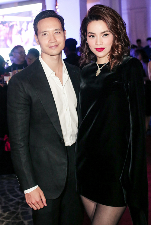 Đứng cạnh bạn trai Kim Lý, Hà Hồ trông có phần già dặn hơn.