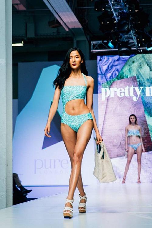 Số đo ba vòng nở nang, săn chắc hơn, năm 2016, Hoàng Thùy tự tin trình diễn bikini cùng dàn mẫu quốc tế tại London Fashion Week. So với thời điểm đăng quang cách đó 5 năm, chiều cao của cô tăng 4 cm là 1,79 m. Cô tăng được 6 kg, lên 53 kg. Số đo ba vòng cải thiện là 84 - 58 - 90.