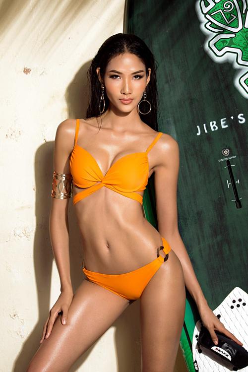 Dự thi Hoa hậu Hoàn vũ Việt Nam hồi cuối năm 2017, Hoàng Thùy là một trong những thí sinh sở hữu thân hình nóng bỏng nhất.
