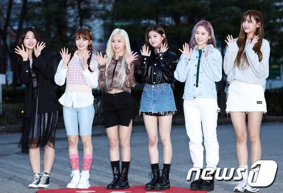 Momoland độ nhan sắc với Chae Yeon lên đường đến Music Bank - 6