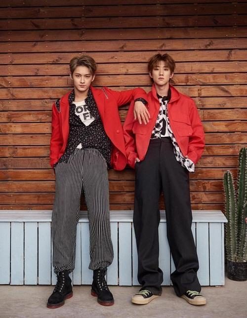 The8 và Jun (Seventeen) như một cặp song sinh điển trai.