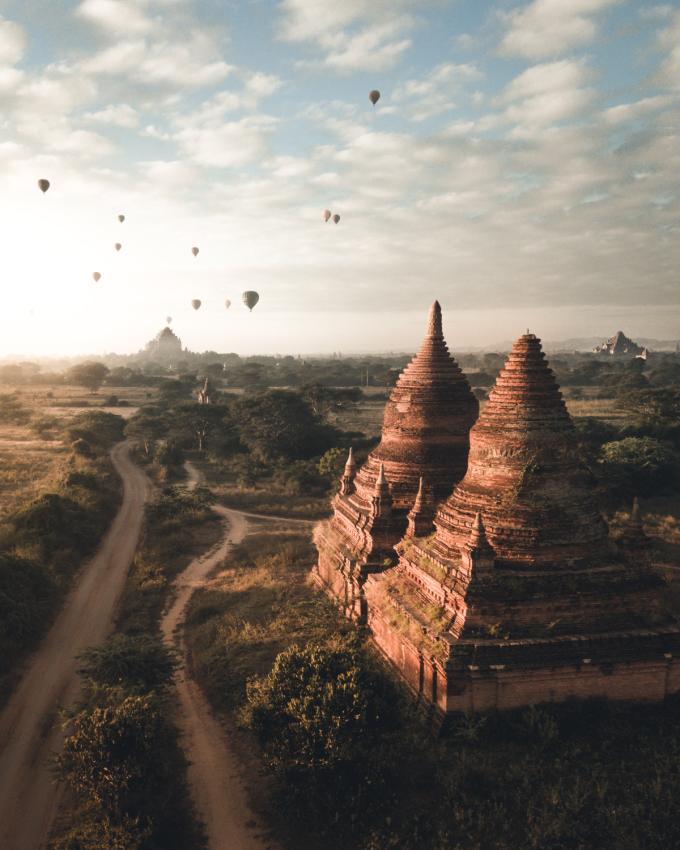 """<p> Giải Nhì: """"Bagan"""" (thành phố cổ ở Myanmar), tác giả Witold Ziomek.</p>"""