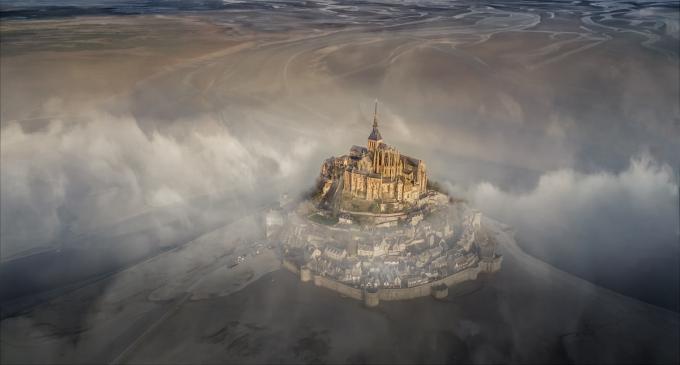 """<p> <strong>Giải thưởng Lớn: </strong>Bức ảnh """"Mont Saint Michel"""" (Tu viện nổi tiếng của Pháp), tác giả Deryk Baumgärtner.</p>"""