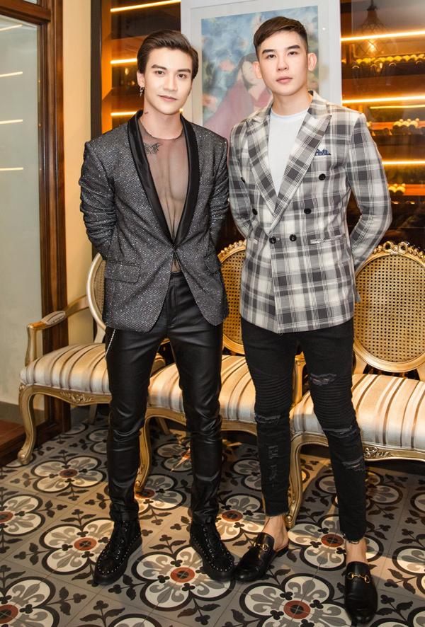 <p> Diễn viên Đăng Dũng (trái) cùng người mẫu Minh Trung.</p>