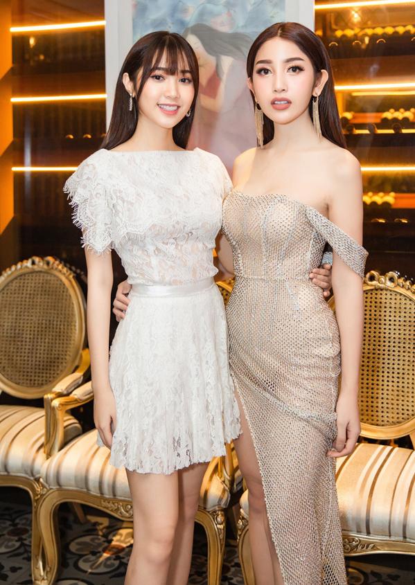 <p> Quỳnh Hương (trái) khoe nhan sắc rạng rỡ bên cạnh Á hậu Áo dài Poy - cô gái mang bốn dòng máuViệt, Thái, Đức, Lào.</p>