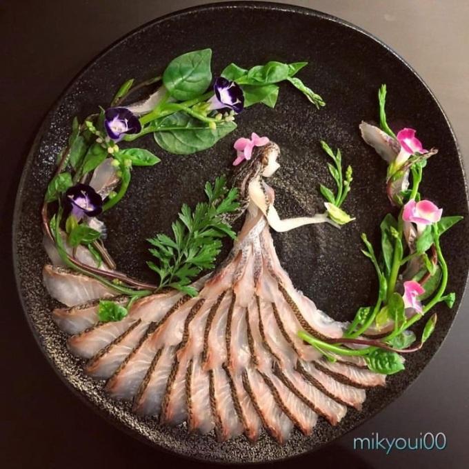 """<p> """"Ban đầu tôi chỉ muốn dạy cho con trai cách cắt lát cá và các công đoạn làm Sashimi. Nhưng càng học, càng dạy cho con, chính bản thân tôi cũng dần bị thu phục"""", Mikyoui nói.</p>"""