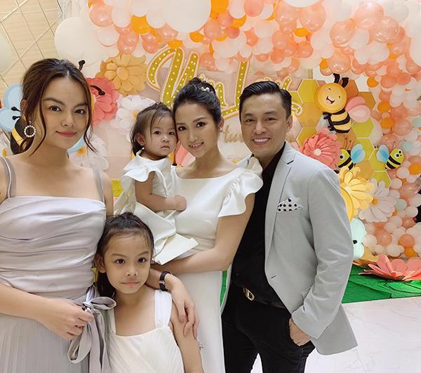 Phạm Quỳnh Anh xinh đẹp cùng con gái chúcmừng sinh nhậtbà xã Lam Trường.