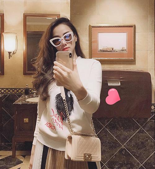 Trang Nhung pose hình sang chảnh.