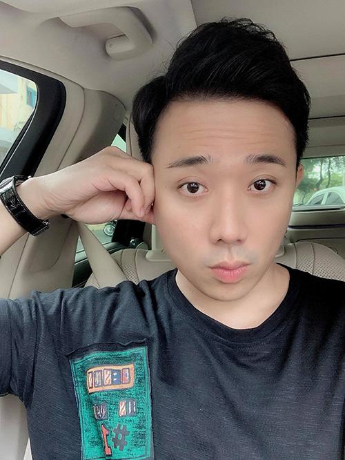 Gương mặt than vãn của Trấn Thành khi Sài Gòn luôn trong tình trạng kẹt xe.
