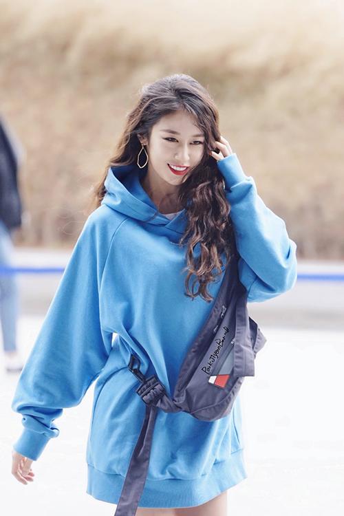 Trong ảnh do fan chụp, nhan sắc của thành viên T-ara vẫn khiến công chúng trầm trồ. Ji Yeon luôn là idol có visual đẳng cấp từ thời chưa debut.