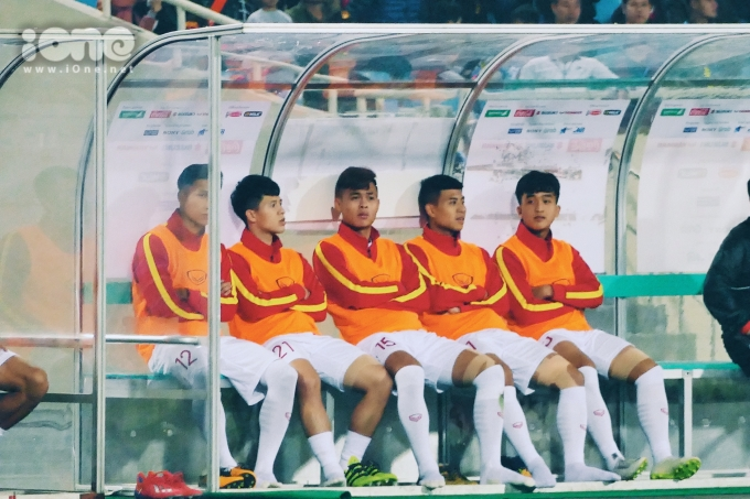 <p> 20h tối 24/3, U23 Việt Nam có trận đấu thứ 2 ở vòng loại U23 châu Á 2020 gặp U23 Indonesia. Trước đó vào ngày 22/3, thầy trò ông Park Hang-seo đã có trận ra quân với chiến thắng 6-0 trước Brunei.</p> <p> Đội hình ra quân ở trận đấu này của U23 Việt Nam gồm:Tiến Dũng, Tấn Sinh, Thành Chung, Văn Hậu, Tấn Tài, Thái Quý, Việt Hưng, Thanh Thịnh, Quang Hải, Đức Chinh, Hoàng Đức. HLV Park vẫn chưa để tên Trần Đình Trọng trong danh sách chính thức vì anh chưa bình phục hoàn toàn sau chấn thương.</p>