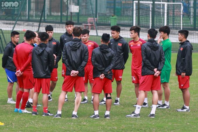<p> Chiều 25/3, U23 Việt Nam có buổi tập nhẹ trước thềm trận đấu cuối cùng của vòng loại U23 Châu Á gặp Thái Lan, diễn ra tối 26/3.</p>