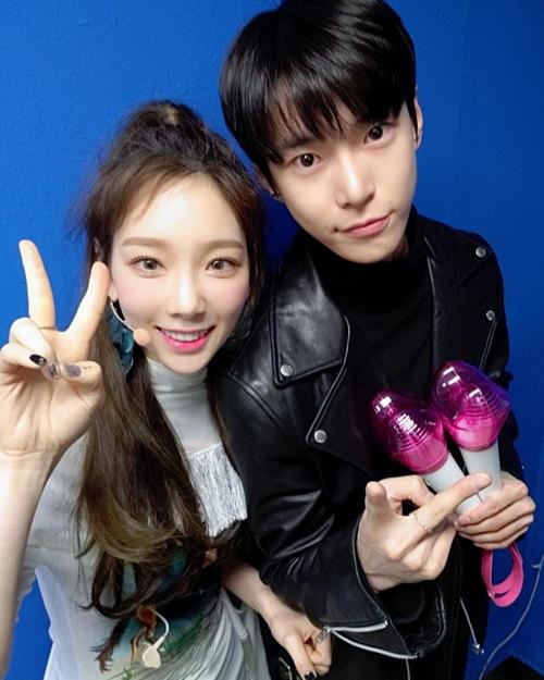 Tae Yeon - Do Young bị nghi là cặp đôi mới.