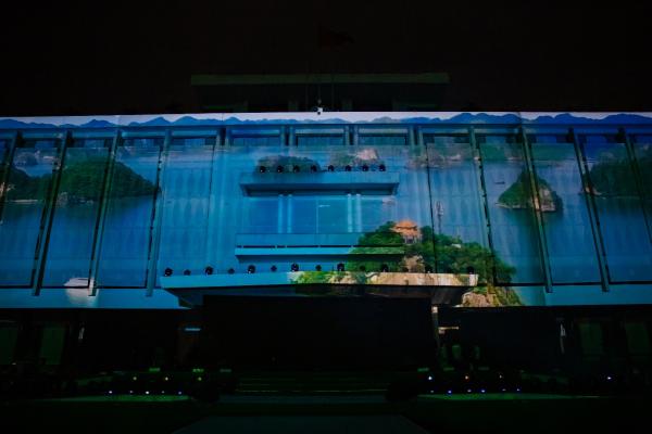 Ngôi sao huyền thoại của Heineken thắp sáng đỉnh toà nhà cao nhất Việt Nam nhân dịp ra mắt Heineken Silver - Chị Thư ơi, giúp em ạ, em cảm ơn - 4