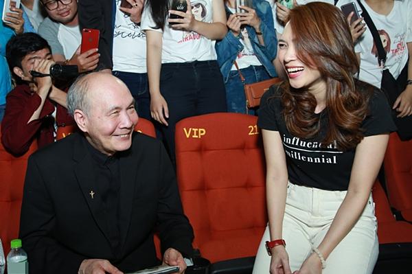 Nhạc sĩ Vũ Thành An cùng Mỹ Tâm ra rạp xem phim Chị trợ lý của anh.