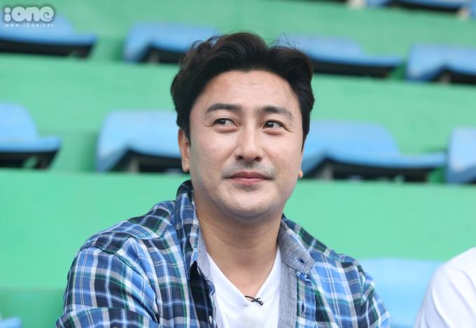 <p> Cựu danh thủ của bóng đá Hàn Quốc - tiền đạo Ahn Jung-Hwan. Anh từng ghi bàn thắng quyết định giúp đội bóng Hàn Quốc hạ gục Italy và đi vào tứ kết World Cup 2002.</p>