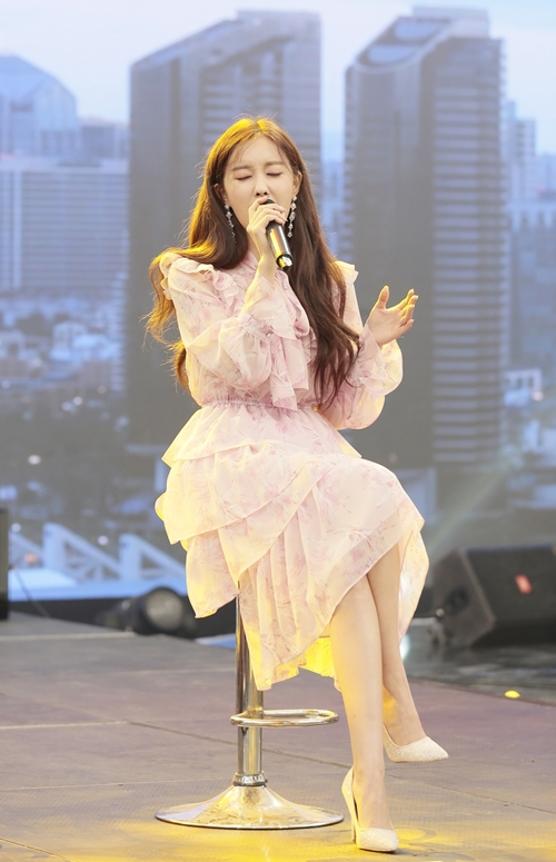 Tại chương trình, nữ ca sĩ cùng khán giả trải qua thử thách hiểu gì về nhau. Hyomin hát 2 ca khúc If Aint Got You và Road Trip.