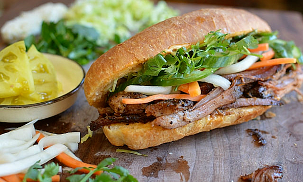 Bánh mì kẹp của Việt Nam. Ảnh: Flickr/ Andrea Nguyen.
