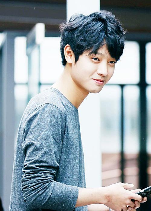 Jung Joon Young thường khoe khoang về thành tích ngủ với các cô gái.