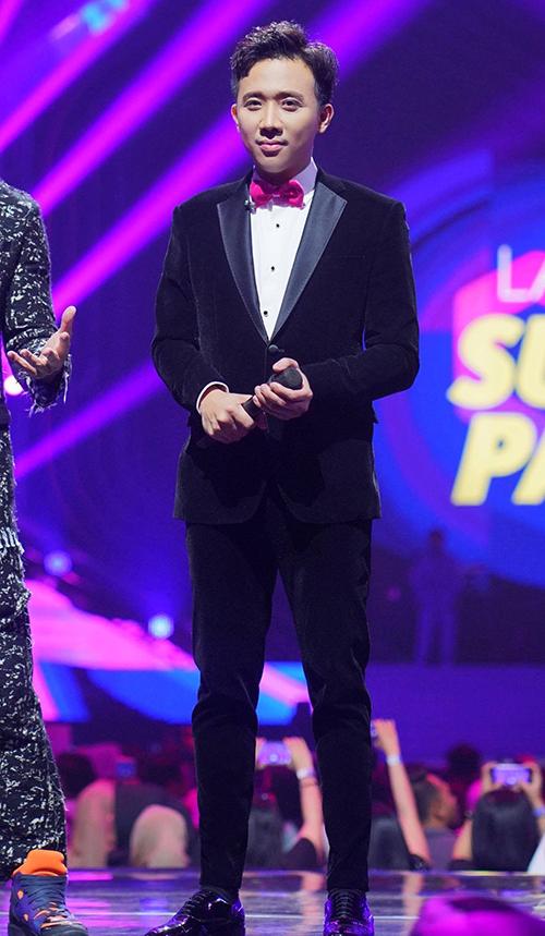 Tối 26/3, tại một chương trình đại nhạc hội giải trí diễn ra tại Jakarta, Indonesia, Trấn Thành bất ngờ xuất hiện với vai trò MC.