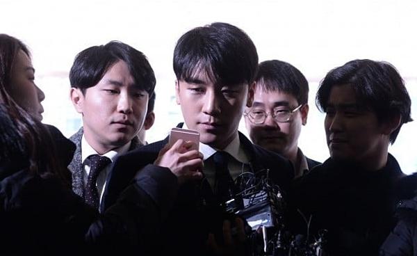 Seung Ri phủ nhận mọi cáo buộctrước báo chí.