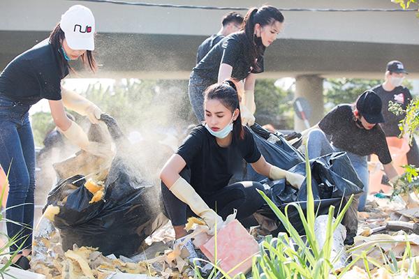 #ChanllengeforChange (Thử thách dọn rác) là trào lưu lan tỏa ở thế giới và tại Việt Nam thời gian qua. Nhiều hội nhóm, bạn trẻ và sao Việt xắn tay áo để hưởng ứng. Ngày 27/3, nhiều người đẹp của showbiz Việt hẹn nhau đi dọn rác tại một số khu vực ở Sài Gò