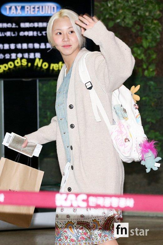 Em út Chae Young thích những chiếc váy có họa tiết bắt mắt, đầy màu sắc.