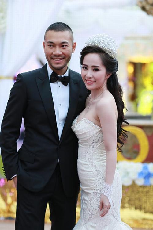 Quỳnh Nga và Doãn Tuấn trong lễ cưới.