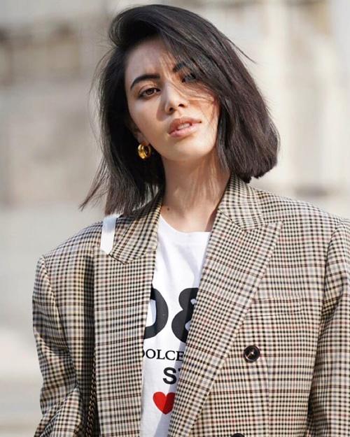 Tại Tuần lễ Thời trang Paris 2018, không chỉ xuất hiện với vai trò khách mời, Mai Davika còn được diện bộ sưu tập mới nhất của nhà mốt Balmain và trình diễn trên sàn catwalk.