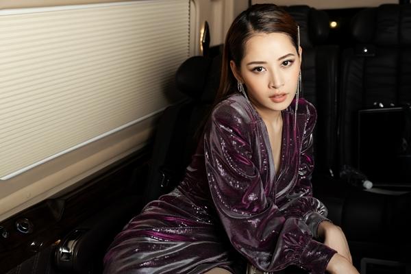 Cùng ngày, Chi Pu phát hành MV lyric ca khúc Người nào hay - phiên bản lời Việt của ca khúc nhạc phim Thái Lan Friend Zone. Chi Pu là một trong 9 mỹ nhân châu Á được mời vào dự án này. Ca khúc gốc có tên Kit Mak (Mộng mơ). Chi Pu cho biết đã xin phép ekip của Thái Lan để được viết lại lời ca khúc và phát hành tại Việt Nam. Đây cũng là món quà bất ngờ mà Chi Pu gửi đến những khán giả đã ủng hộ bộ phim. Trước đó, cô còn được nam chính bộ phim - diễn viên Nine Naphat dành lời khen về sự xinh đẹp, tài nắng.