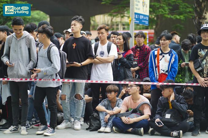 <p> Sáng 30/3, lễ hội Tắt đèn 2019 diễn ra tại một trung tâm thương mại ở Hà Nội với sự tham dự của hơn 1.000 người.</p>
