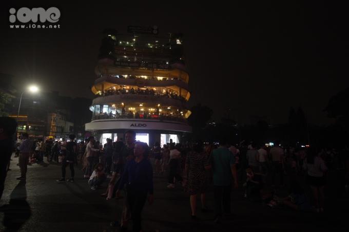 <p> Nhiều quán cà phê nổi tiếng của Hà Nôi cũng tham gia hưởng ứng chiến dịch Giờ Trái đất 2019.</p>