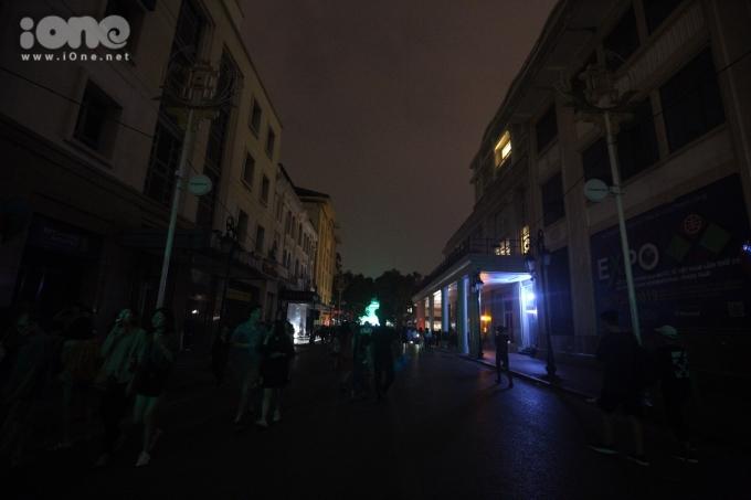 <p> Các con phố trở nên tĩnh lặng...</p>