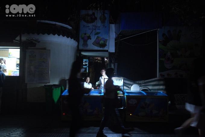 Nhiều tụ điểm vui chơi ở Hà Nội tắt đèn hưởng ứng Giờ Trái đất 2019