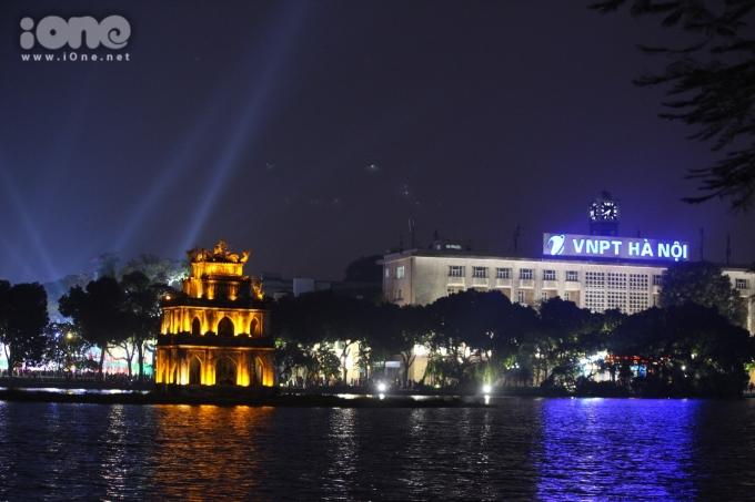 <p> Khu vực trung tâm Hà Nội khi còn ánh điện...</p>