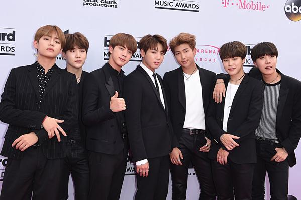 Nhóm BTS liên tục xuất hiện tại các lễ trao giải âm nhạc, show nổi tiếng tại Mỹ.