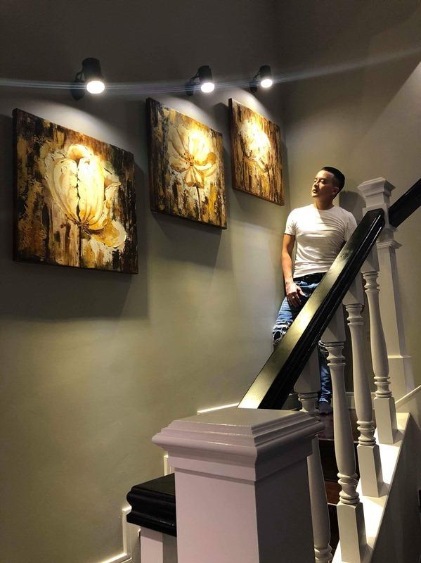 Từng bức tranh trang trí trong nhà cũng được Cao Thái Sơn tự tay lựa chọn.