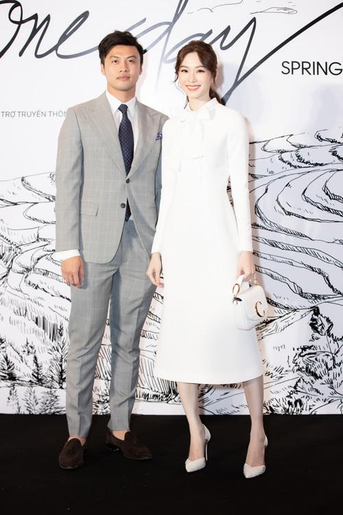 Hoa hậu Thu Thảo đã lâu mới tái xuất ở sự kiện thời trang. Cô đến dự show cùng bạn thân - doanh nhân Lê Đăng Khoa.