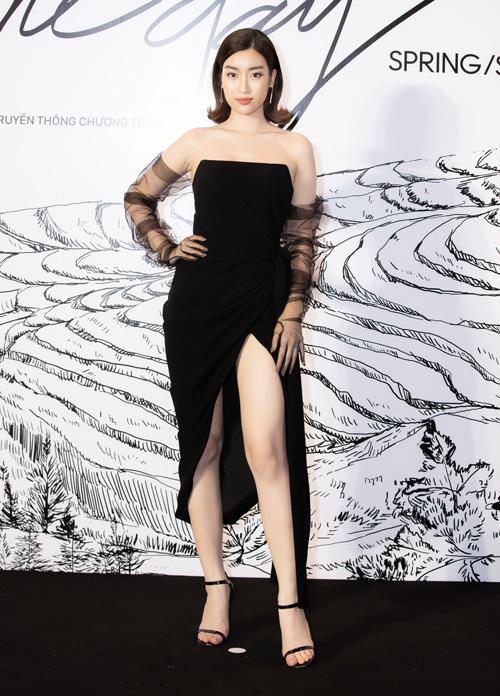 Hoa hậu Mỹ Linh gợi cảm khi diện váy quây xẻ đùi cao tít tắp.