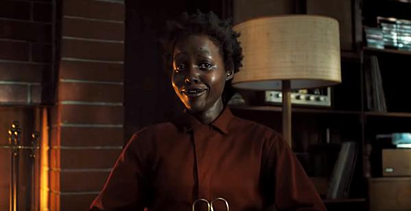Giọng nói đáng sợ của Nyongo đi kèm nhiều biểu cảm ám ảnh.