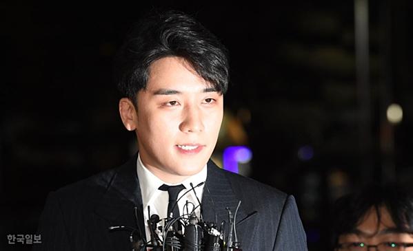Seung Ri đối mặt với tội danh môi giới mại dâm, biển thủ công quỹ sau khi cảnh sát nhận được một số lời khai có giá trị.