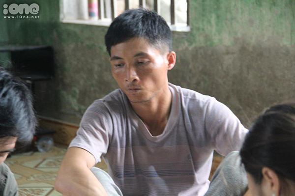 Anh Nguyễn Văn Dư, bố nữ sinh bị đánh hội đồng có sức khỏe không bình thường.